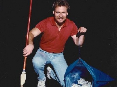 Make Money with a Low-Cost Litter Cleanup Service